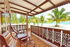 beachfront-villa-02