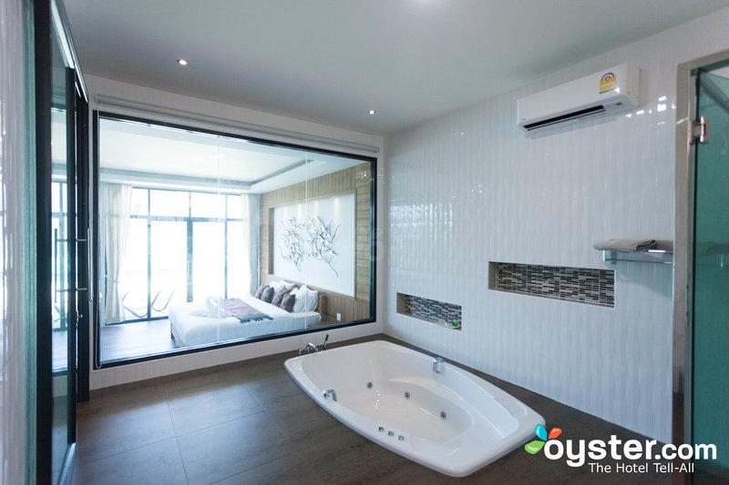 honeymoon-jacuzzi-seaview-room--v6269573-800