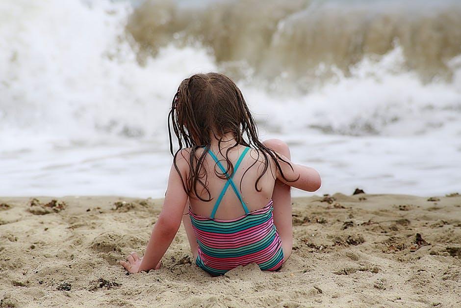 พาลูกไปทะเล